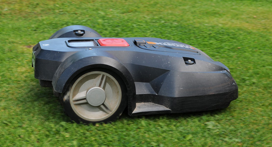 Vi servar och förvarar din robotgräsklippare